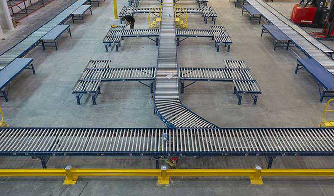 Integrated carousel system in warehouse