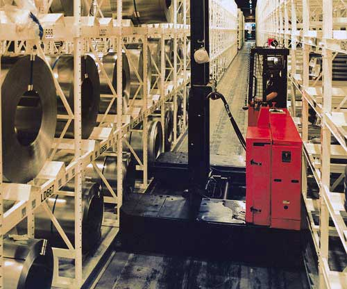 Raymond electric side loader lift trucks have excellent ergonomics and safety features