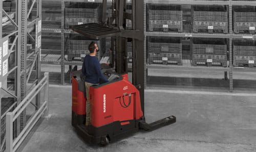 Raymond's exclusive universal stance on the new high-capacity reach truck allows your operators to work comfortably and efficiently.