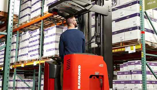 Reach truck operator optimizes his daily work using integrated technology and telematics