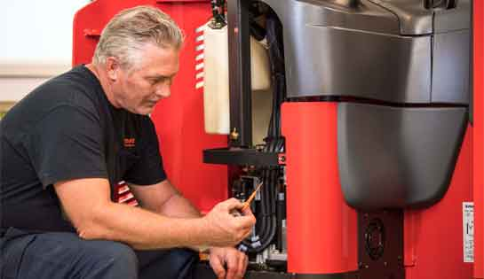Reach truck technician diagnoses and troubleshoots issues using real-time data from integrated technology