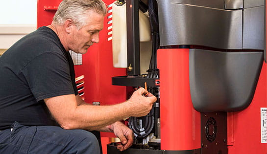 Keep your fleet running with preventive maintenance and diagnostic service solutions.