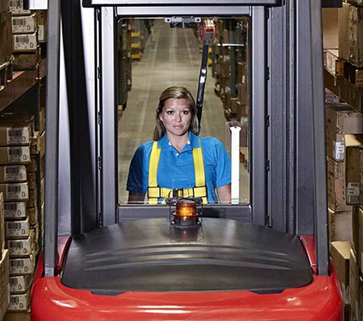 Raymond 9000 Series Swing Reach Truck Open View Mast Design